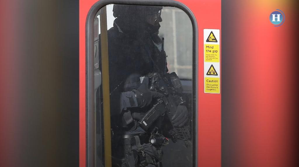 Atentado en metro de Londres deja una veintena de heridos