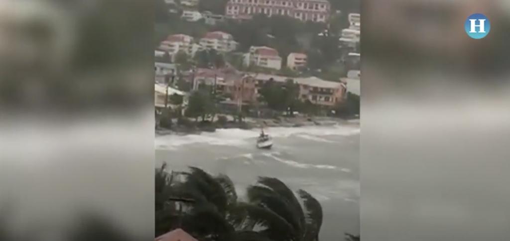 """El huracán """"María"""" tocó tierra en Dominica y se dirige a Puerto Rico"""