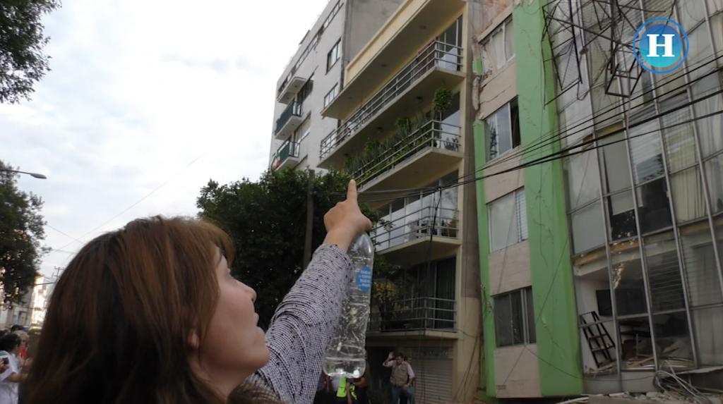 Buscan a sobreviviente en edificio dañado