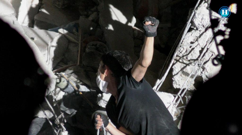 Localizan a dos personas en los escombros de edificio en la Condesa