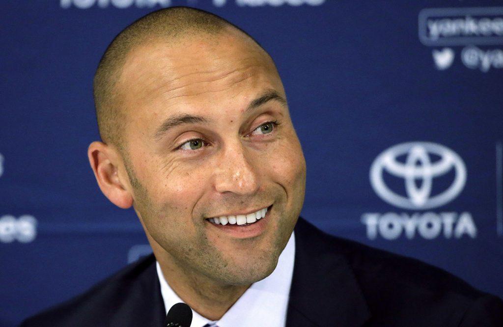 Dueños de equipos de las Grandes Ligas aprobaron la venta de los Marlins de Florida al grupo de inversionistas encabezados por Derek Jeter.