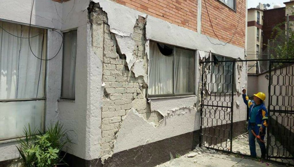 Patricia Arredondo, Yeudiel Infante y Max Daniel Islas son algunos de los cientos de víctimas de desalojo porque sus hogares se dañaron.