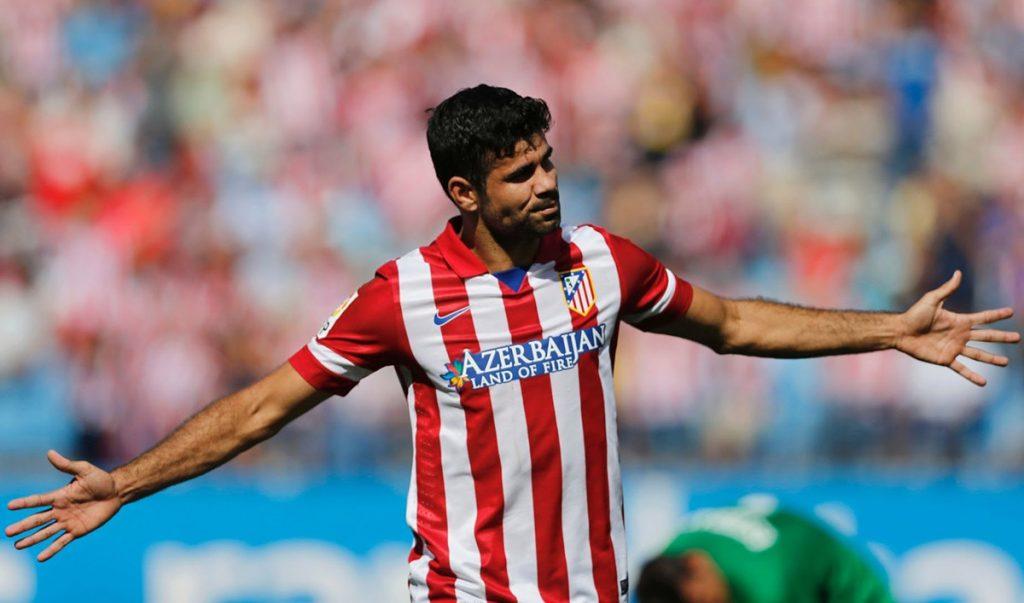 Chelsea informó que traspasó al delantero naturalizado español Diego Costa al Atlético de Madrid por 62 millones de euros.
