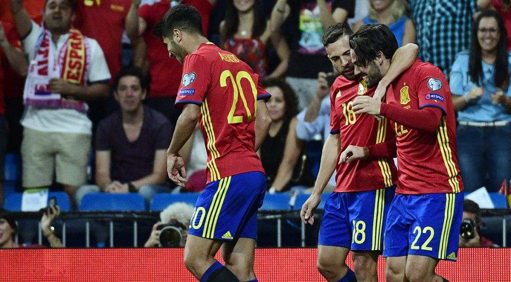 España venció 3-0 a Italia con doblete de Isco; Serbia también 3-0 sobre Moldavia; Gales 1-0 a Austria y Ucrania 2-0 a Turquía.