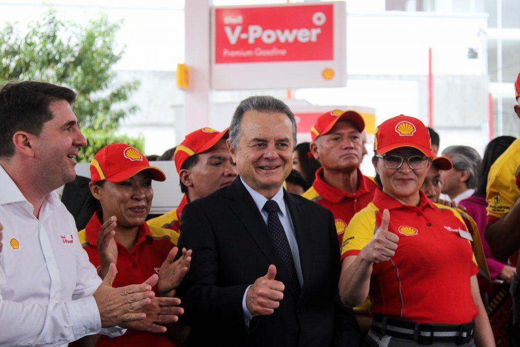 Pedro Joaquín Coldwell, secretario de Energía, durante la inauguración de la primer gasolinera de la franquicia anglo-holandesa Shell. @Cuartoscuro.com