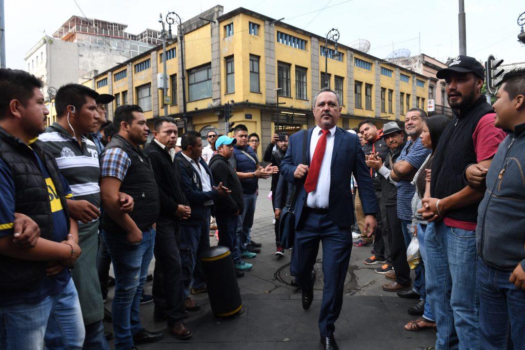 Rigoberto Salgado Vázquez, delegado de Tláhuac, presenta pruebas ante asambleístas