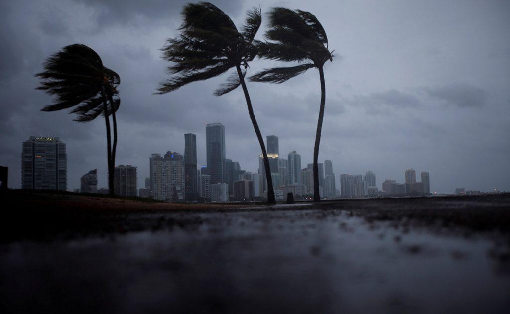 El ojo del huracán Irma cambió su curso y se alejó de la zona de Miami, ahora amenaza con tocar tierra en Tampa Bay.