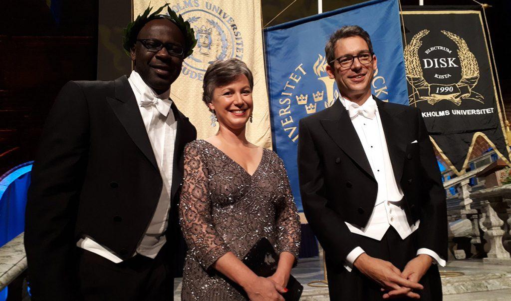 El ex defensa del Barcelona y de Francia, Liliam Thuram se arrodilló en el Ayuntamiento de Estocolmo al ser nombrado doctor 'honoris causa' en apoyo a los deportistas estadounidenses.