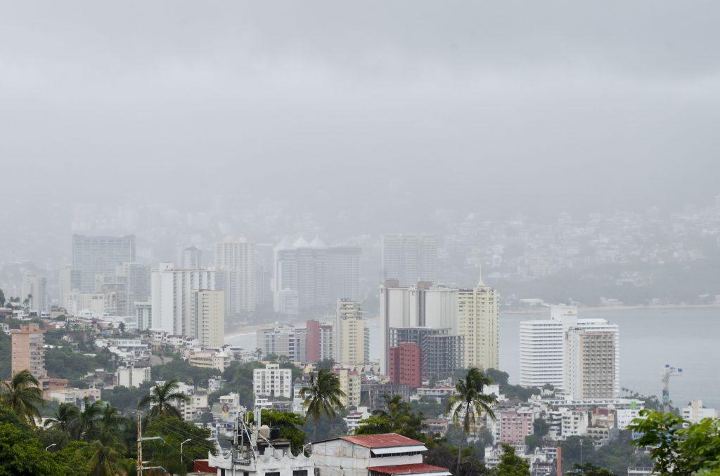 Fuertes lluvias se registran en el puerto de Acapulco, Guerrero. FOTO: BERNANDINO HERNÁNDEZ /CUARTOSCURO