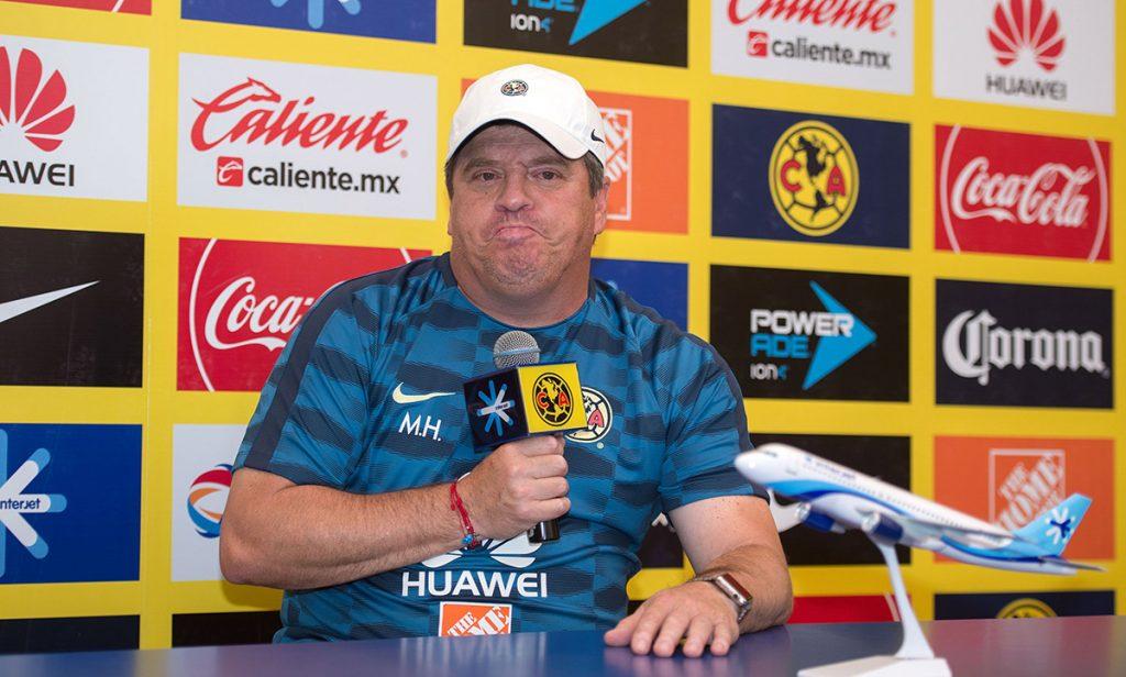 Para Miguel Herrera, técnico de las Águilas del América, ningún jugador de su plantel tiene asegurado un puesto en el once inicial.