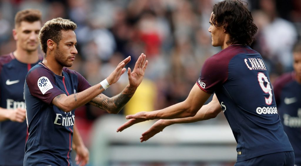El tridente del París Saint Germain conformado por Neymar, Cavani y Mbappé acabó con el Burdeos; el brasileño cobra penal y todas las faltas.