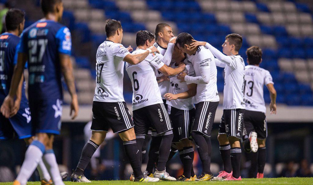 Los Rojinegros del Atlas superaron 2-1 al Puebla en la Angelópolis y acabaron con la era Chiquis García; Cardozo debuta con triunfo en Veracruz.
