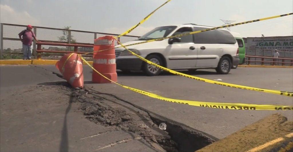 Dos puentes vehiculares en vías principales en Nezahualcóyotl permanecen cerrados y con gran riesgo de colapsar.