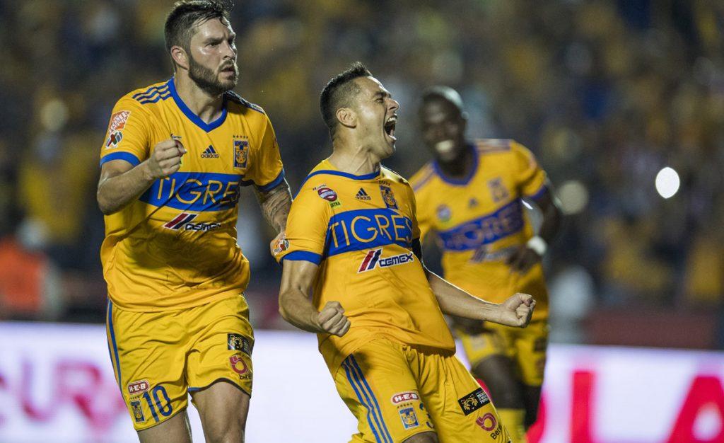 Con un penal de último minuto, cobrado magistralmente por Juninho, Tigres venció 1-0 a Chivas; el campeón se despide de la liguilla.