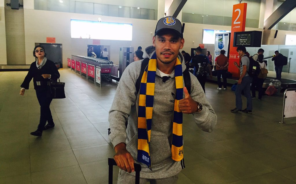 El defensa francés Timothée Kolodziejczak ya está en Monterrey y firmará con Tigres por recomendación de su amigo André-Pierre Gignac.