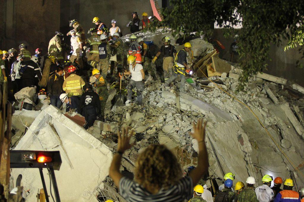 Ajustan cifra de muertos tras sismo: se reduce a 216, en CDMX hay 86