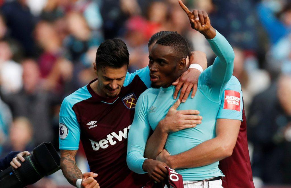 Con gol de último minuto de Diafra Sakho, West Ham United venció 1-0 al Swansea City para salir de zona del descenso; Chicharito salió al 78 por el autor del gol.