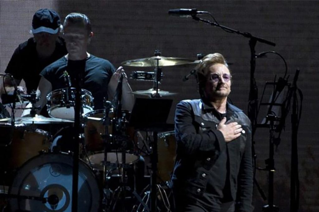 U2 durante su concierto en Seattle. Foto: YouTube