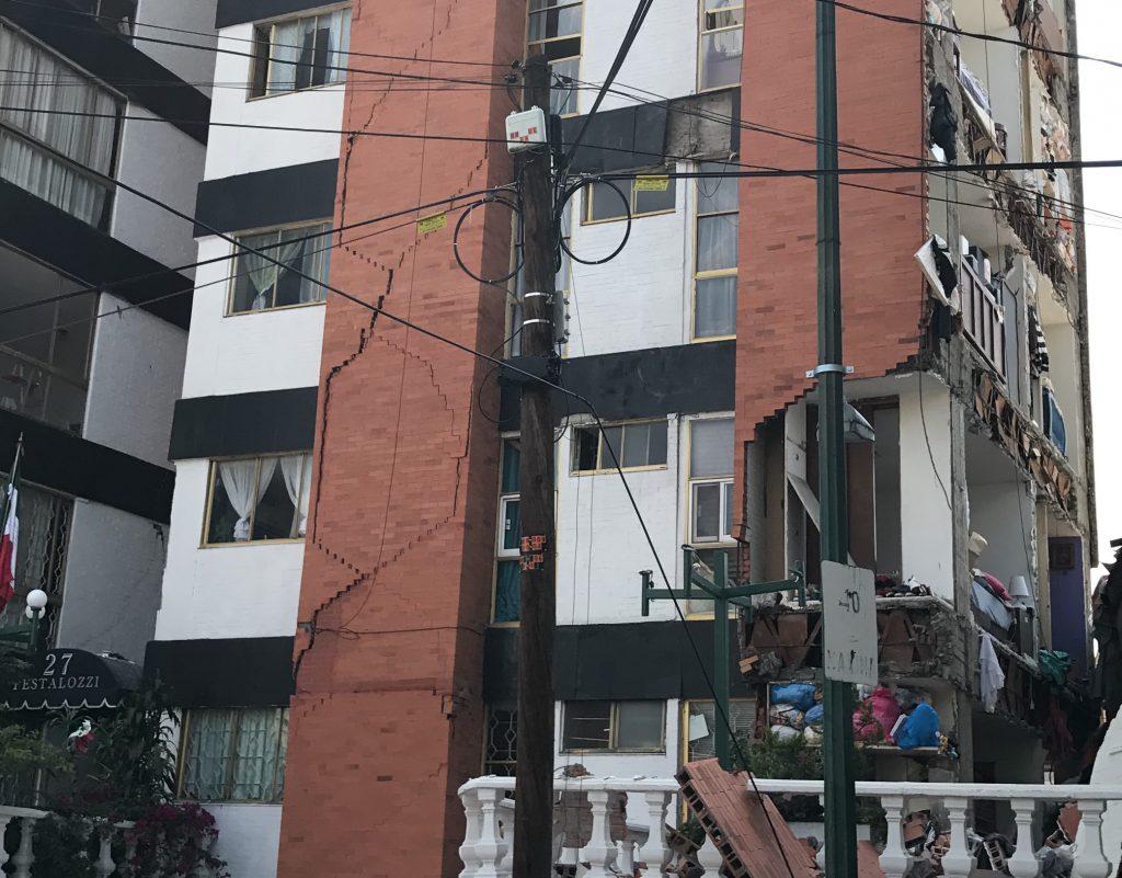 Quedan sin techo en multifamiliar de la Narvarte