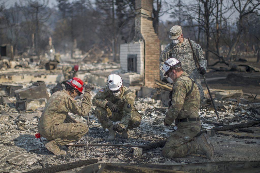 Una casa devastada por el fuego en Santa Rosa. AFP.