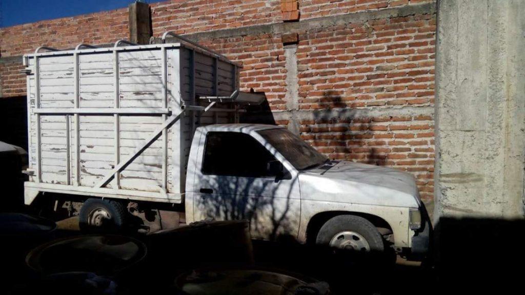 Fiscalía de Jalisco halla siete mil litros de gasolina y dos autos