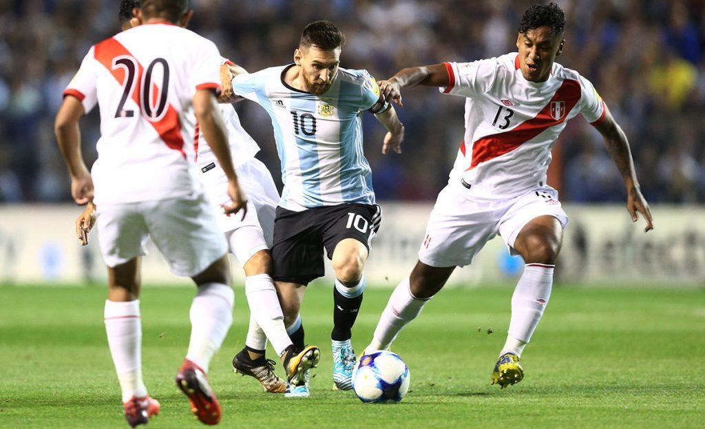 Argentina no pudo con Perú y terminó con un 0-0 que lo pone al borde de la eliminación; Chile venció 2-1 a Ecuador y revivió; Colombia cae con Paraguay.