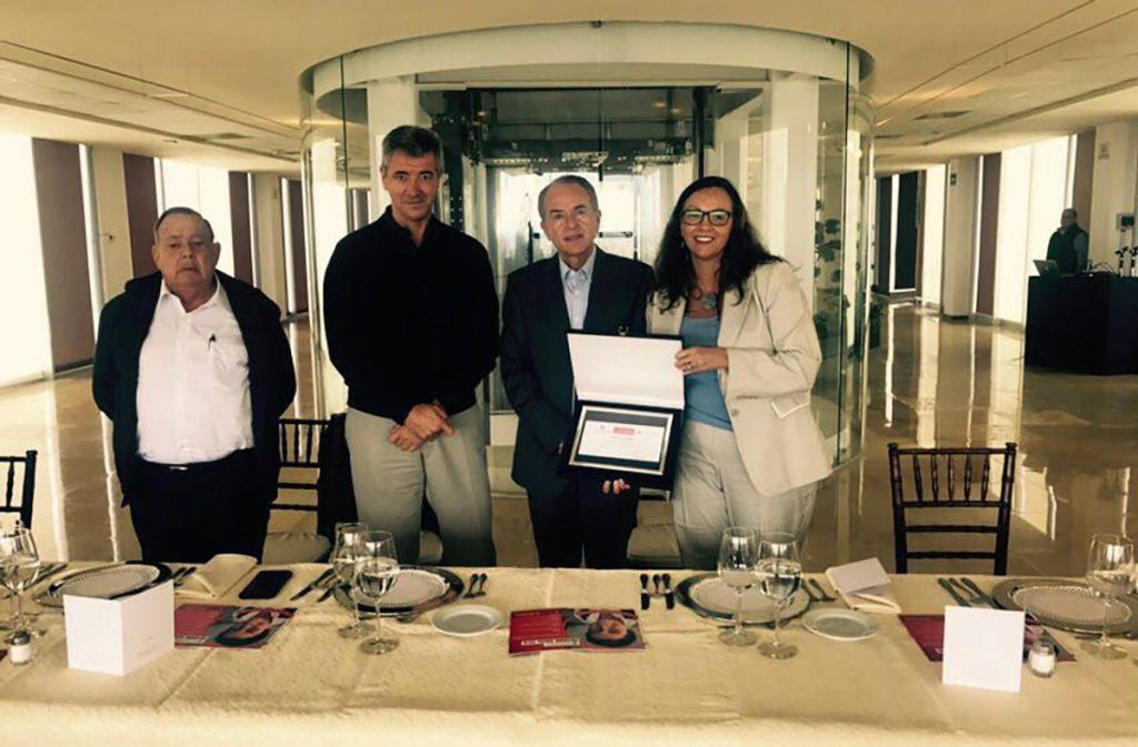 Miguel Ángel Gil, consejero delegado del Atleti, entregó en San Luis Potosí 50 mil euros a 'Save the children' para afectados por los sismos en México