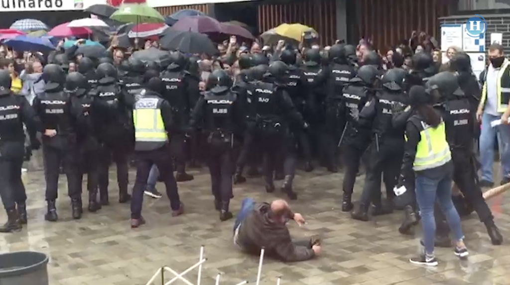 Referendo en Cataluña opacado por enfrentamiento con la policía