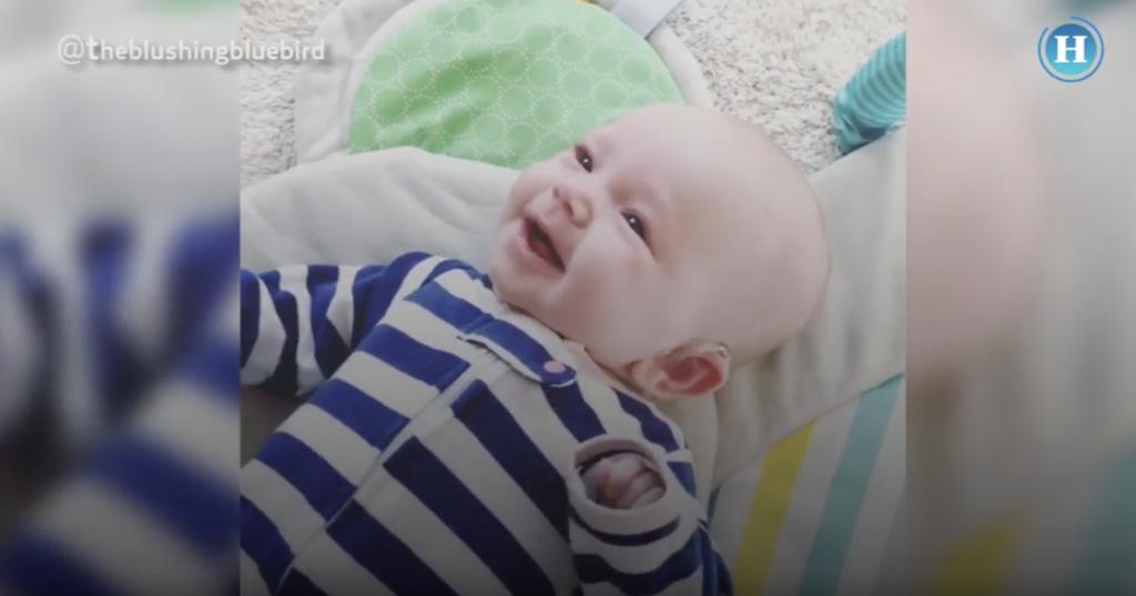 Bebé sorda escucha por primera vez a su mamá