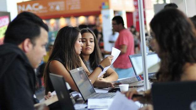 Millenials: 94 por ciento piensa que vale la pena estudiar una carrera