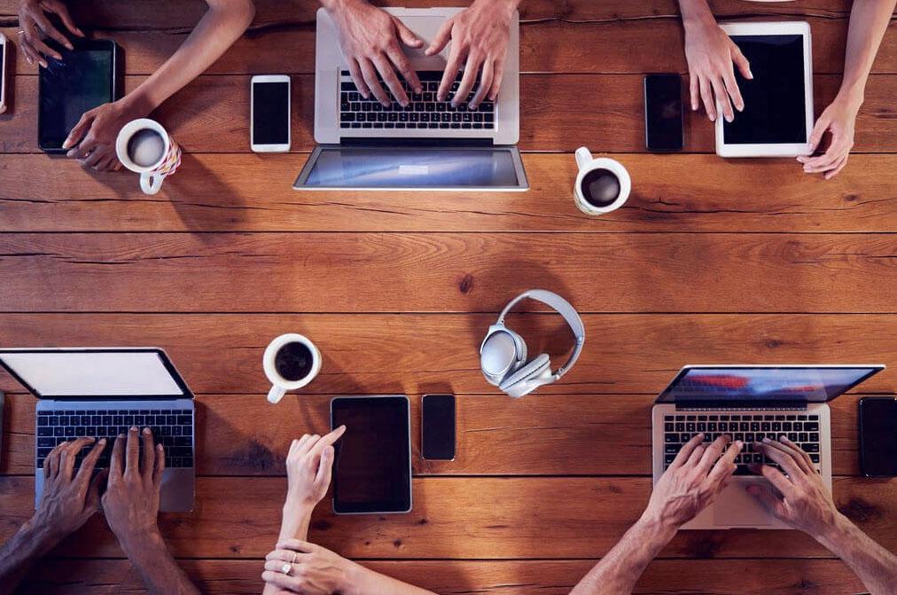 Jóvenes navegan más de 12 horas en internet