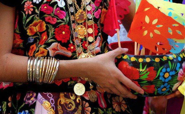 Tehuanas empeñan tradición