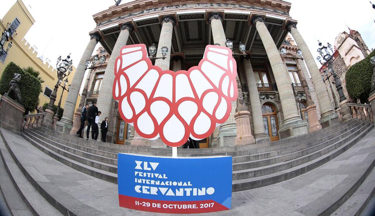 La edición 45 del Festival Cervantino inició con una invitación a iniciar una 'revolución personal' con 2,500 artistas de 25 países