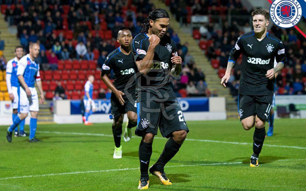 El criticado Carlos 'Gullit' Peña colaboró con par de anotaciones en la victoria 3-0 de Rangers sobre St. Johnstone, en la Liga Premier de Escocia.