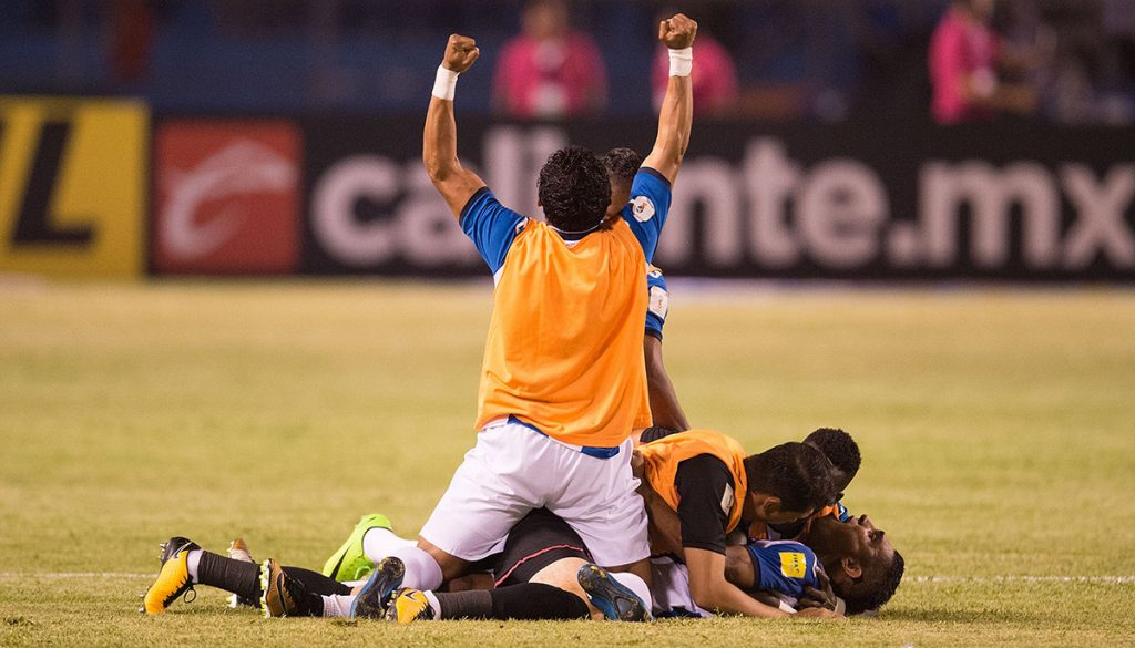 La Selección Mexicana no pudo terminar invicta la eliminatoria y cayó 3-2 con Honduras que va a repechaje; Panamá vence 2-1 a Costa Rica y deja fuera a Estados Unidos,