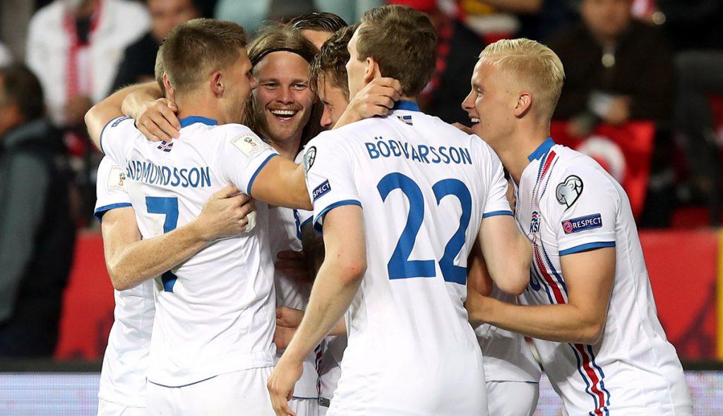 Islandia se metió a Turquía para ganar 3-0 y poner un pie en Rusia; Finlandia le saca el empate 1-1 a Croacia de último minuto y le quita pase directo