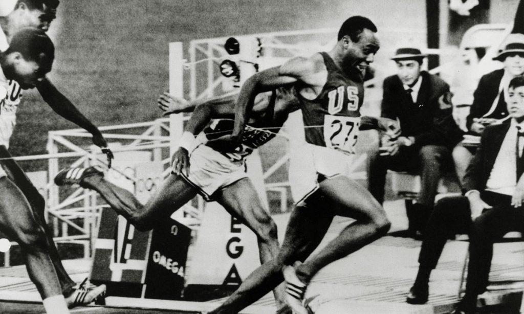 En la J2 de las competencias de México 68, el mundo conoció a un nuevo Rey de la velocidad pura…y un nuevo corredor de futbol americano