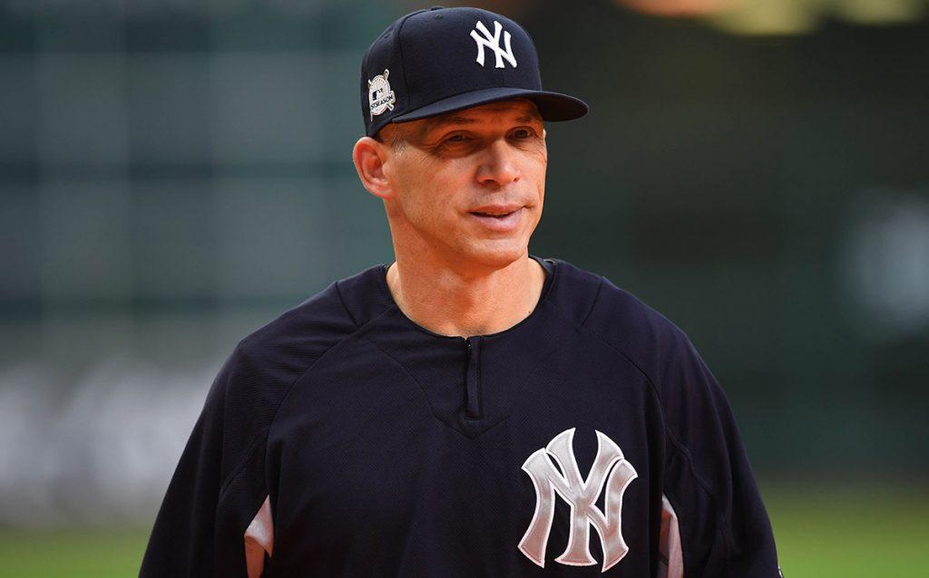 Brian Cashman, gerente general de los Yankees de Nueva York, anunció que Joe Girsrdi ha dejado de ser el manager de los Bombarderos del Bronx