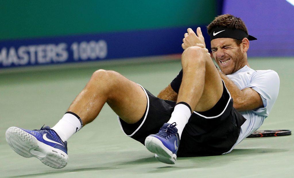 El tenista argentino Juan Martín del Potro sufrió una caída durante su victoria contra Viktor Troicki y está en duda su duelo es semifinales contra Roger Federer