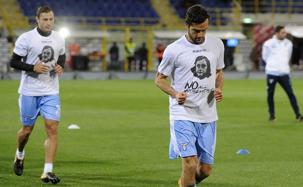La policía romana identificó a 20 ultras del Lazio que pegaron calcomanías con la imagen de Ana Frank; las sanciones van de 5 a 8 años sin acudir a eventos deportivos