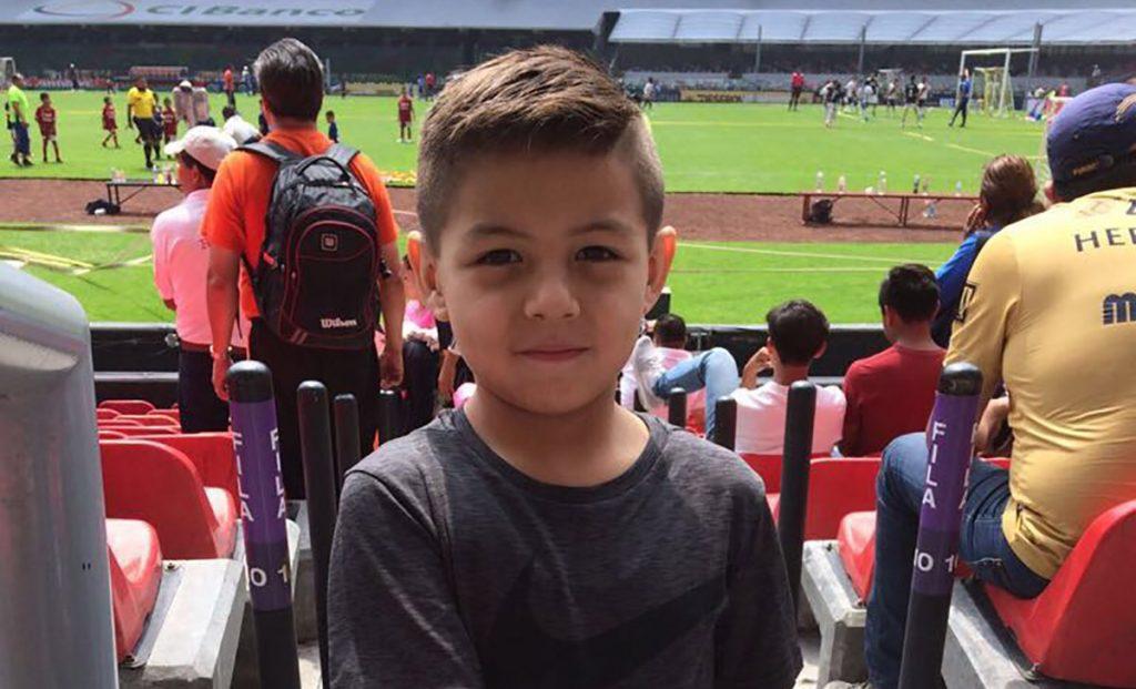 Con un uno por ciento de posibilidades de vivir tras ser rescatado de los escombros del colegio Rébsamen, el niño Leo Farías experimenta recuperación milagrosa.