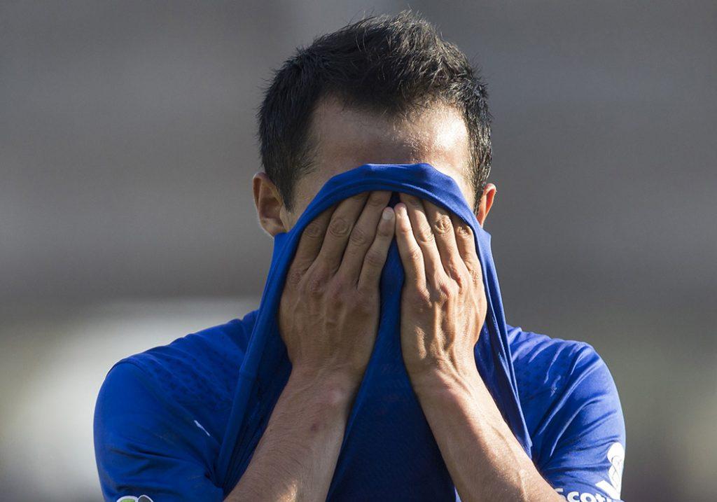 Con dos goles del colombiano Julián Quiñones, Lobos BUAP goleó 3-0 a Cruz Azul para salir de una racha de tres derrotas consecutivas.