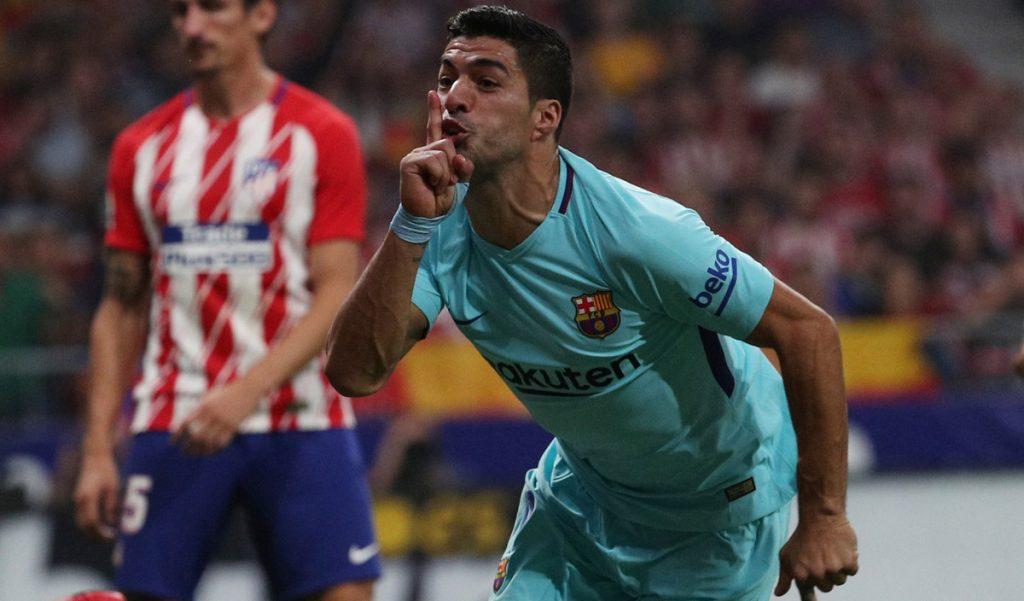 Los Colchoneros ganaban 1-0 a los blaugrana, pero Luis Suárez logró el gol del empate para el Barcelona, que mantiene el liderato en España.