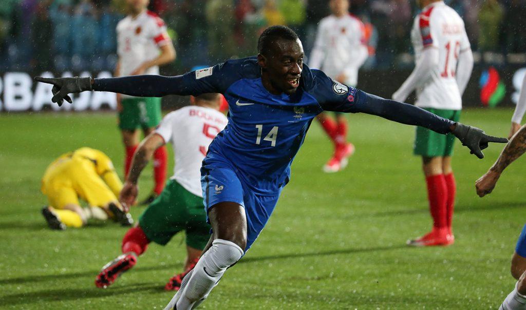 La selección de Francia ganó 1-0 a domicilio a Bulgaria y se aseguró al menos el repechaje al mundial, faltando aún una fecha.