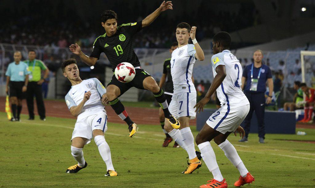 La Selección Mexicana Sub 17 perdía 3-0 con Inglaterra y aunque un doblete de Diego Lainez los acercó, terminó perdiendo con Inglaterra 3-2 en la segunda fecha del Grupo F del Mundial de India.