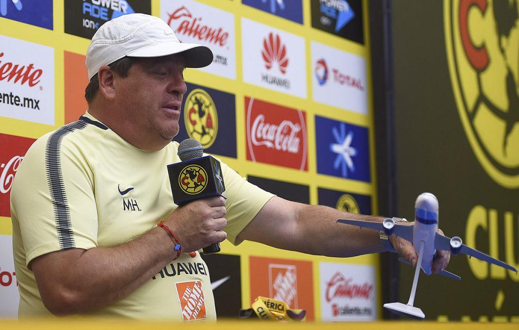 Para Miguel Herrera, técnico del América, sus Águilas tienen el mismo nivel que el líder invicto Monterrey, y que la única diferencia son puntos que han dejado ir.