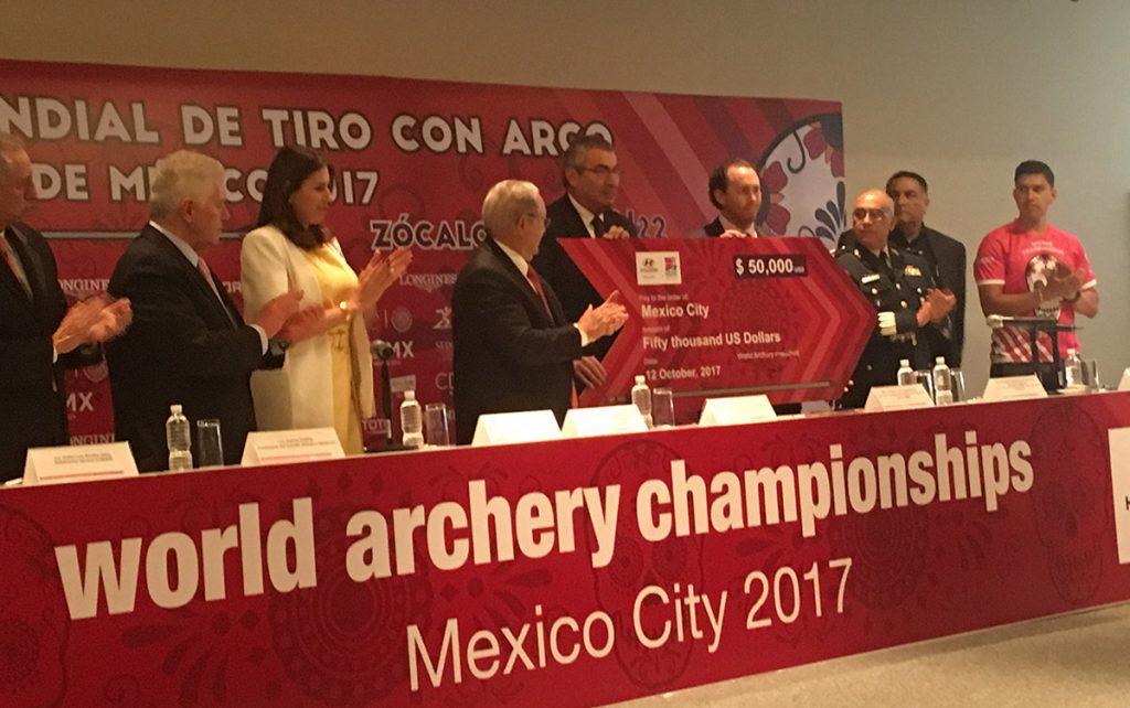 Previo a iniciar el Campeonato Mundial de la especialidad en la CDMX, el organismo internacional mostró su apoyo a las víctimas de los sismos