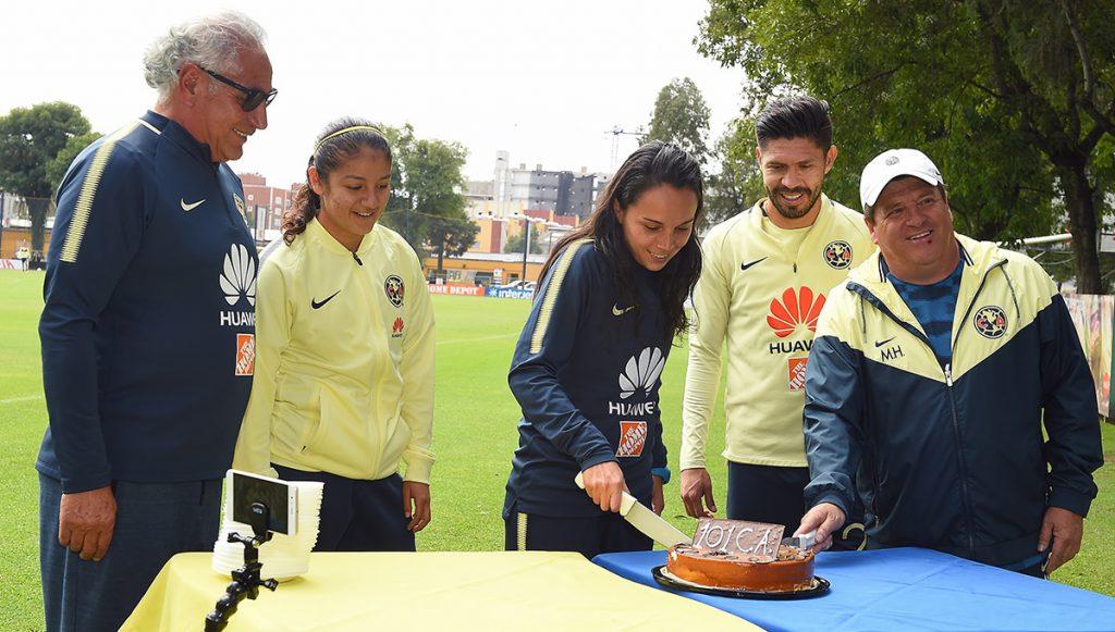 Miguel Piojo Herrera aceptaría perder los llamados 'clásicos' a cambio de terminar levantando el título del fútbol mexicano; América celebra sus 101 años.