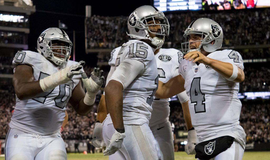 Con pase de anotación de Derek Carr en la jugada final, Raiders de Oakland venció 31-30 a los Jefes de Kansas City, en el inicio de la Semana 7 de la NFL
