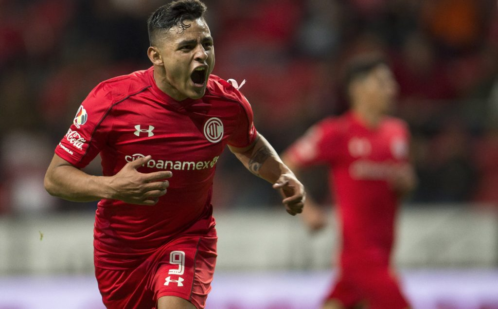 Los Diablos Rojos del Toluca abrieron la jornada 13 venciendo 3-1 a Lobos BUAP para asumir de manera momentánea el subliderato del Apertura de la Liga MX.